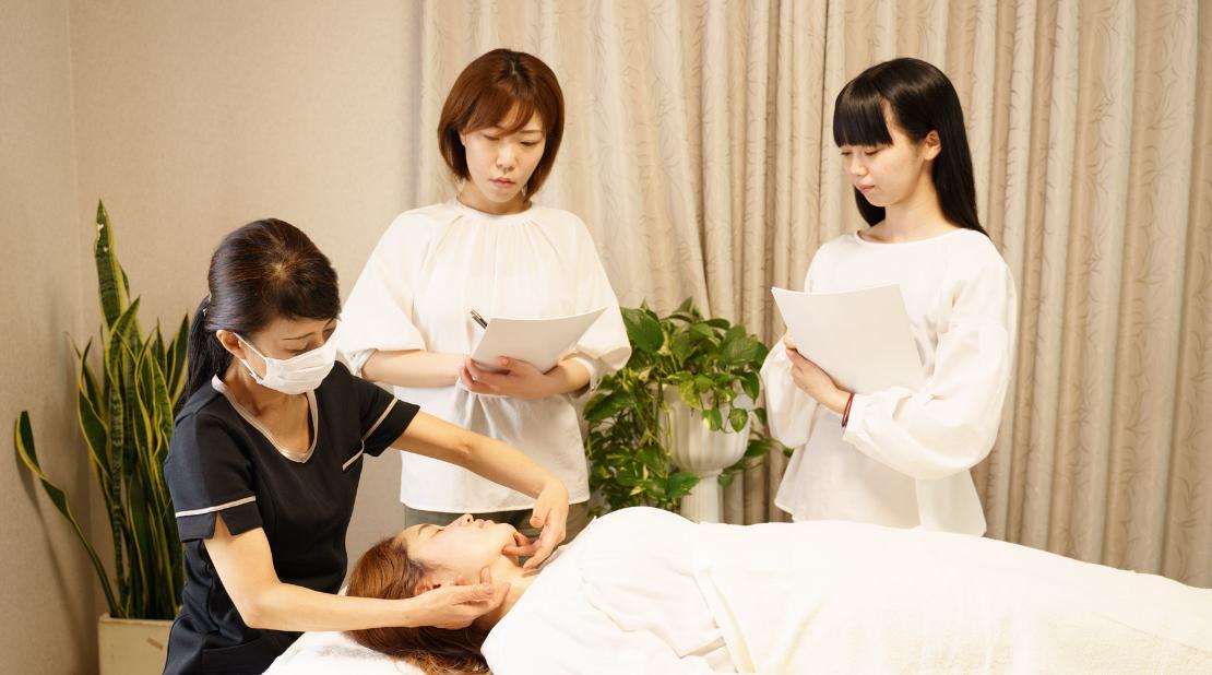 プロを目指すセラピスト養成講座   クリスタルビューティー 広島 天然100%ヘナ 美と健康のエステ