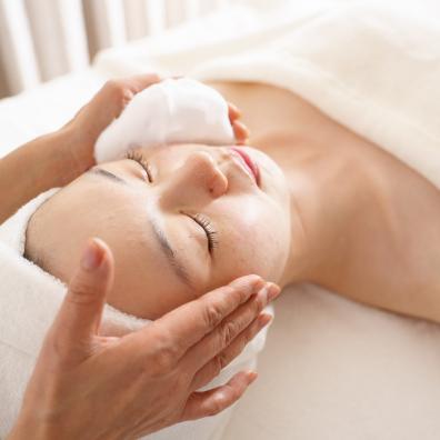 幹細胞泡洗顔 ディープクレンジング&保湿 - 施術メニュー Relaxation Menu | クリスタルビューティー 広島 天然100%ヘナ 美と健康のエステ