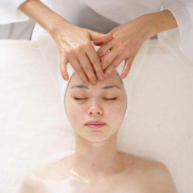 ホリスティックフェイシャル - 施術メニュー Relaxation Menu | クリスタルビューティー 広島 天然100%ヘナ 美と健康のエステ