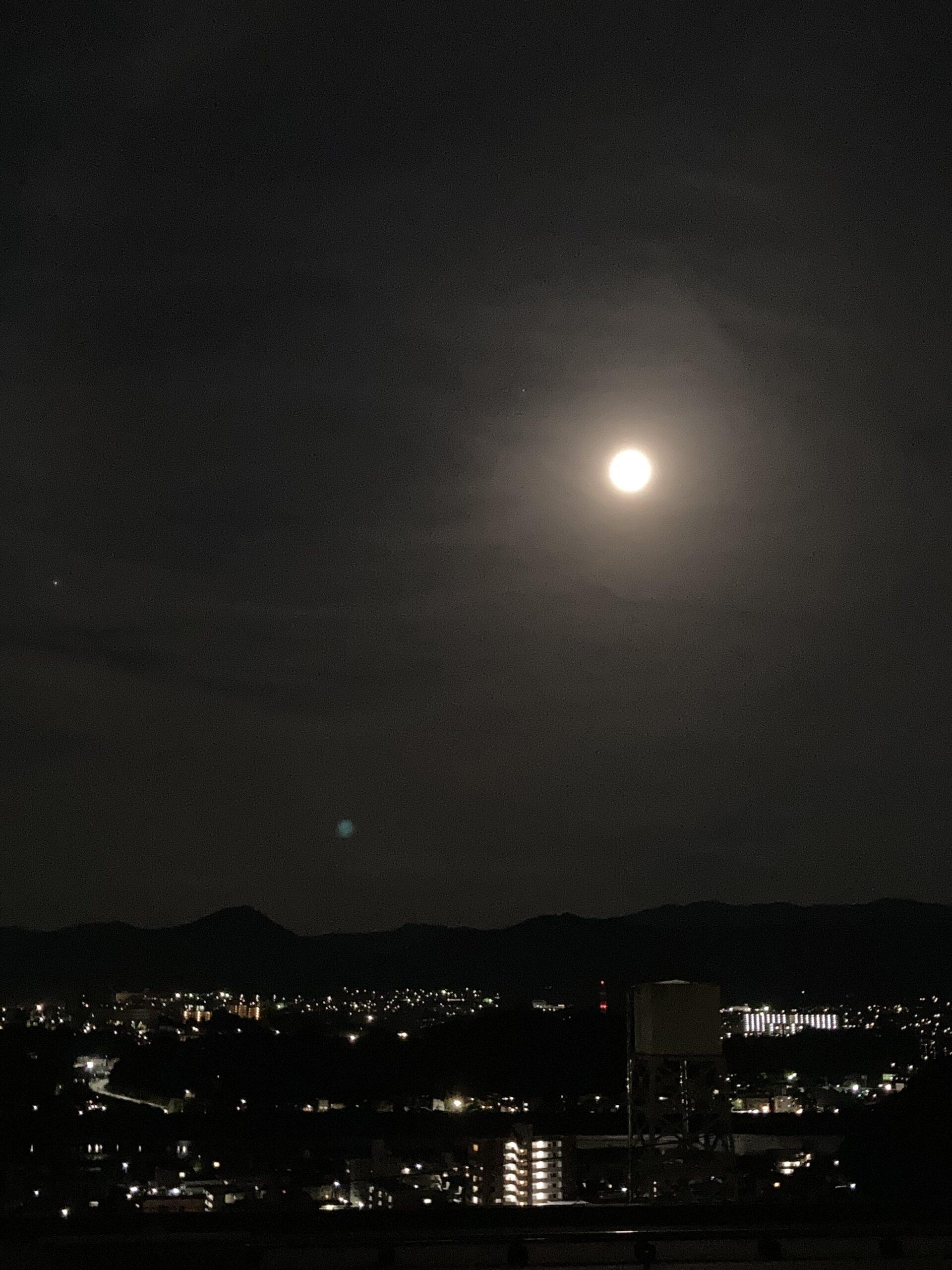 満月の夜   クリスタルビューティー 広島 天然100%ヘナ 美と健康のエステ