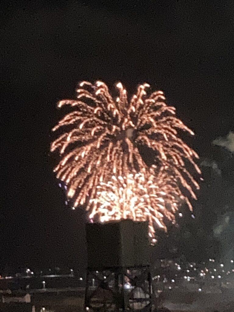 サプライズ打ち上げ花火   クリスタルビューティー 広島 天然100%ヘナ 美と健康のエステ