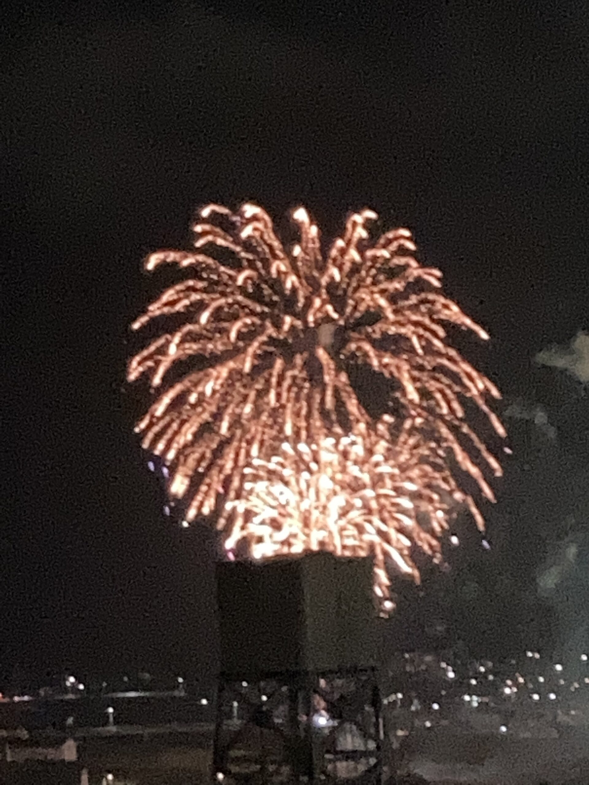 サプライズ打ち上げ花火 | クリスタルビューティー 広島 天然100%ヘナ 美と健康のエステ
